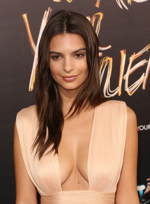 Emily Ratajkowski boobs