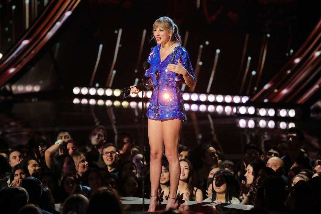taylor swift iheartrardio2 Taylor Swift Gave Fans an Important Update on Her Next Album