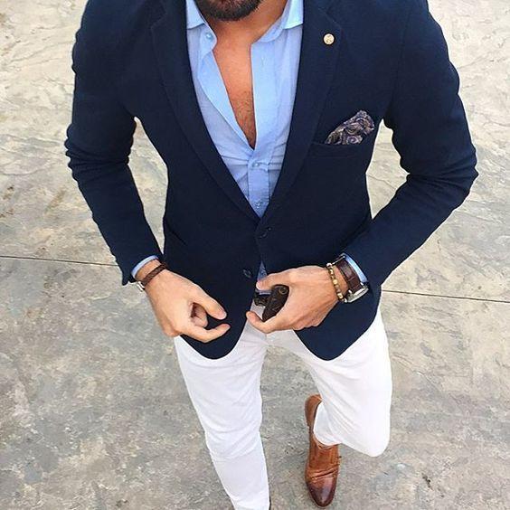 dfd394748a7f3 Acheter la tenue sur Lookastic: lookastic.fr/… — Chemise à manches longues  bleue claire — Blazer bleu marine — Pochette de costume imprimé cachemire  bleu ...