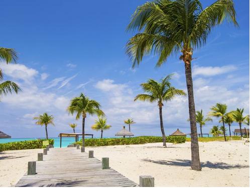 شاطئ جراس باي، جزر تركس وكايكوس