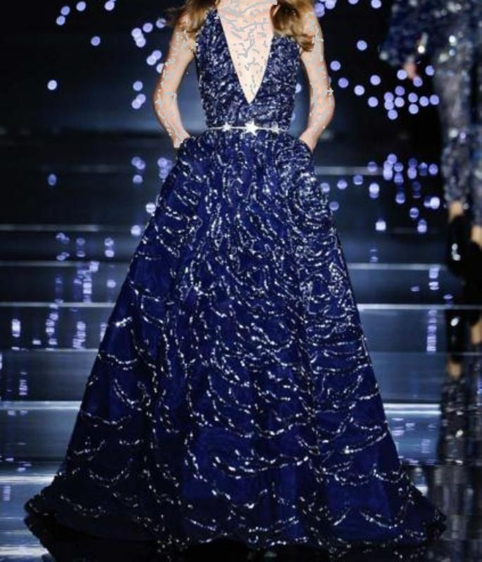 فستان أزرق لامع