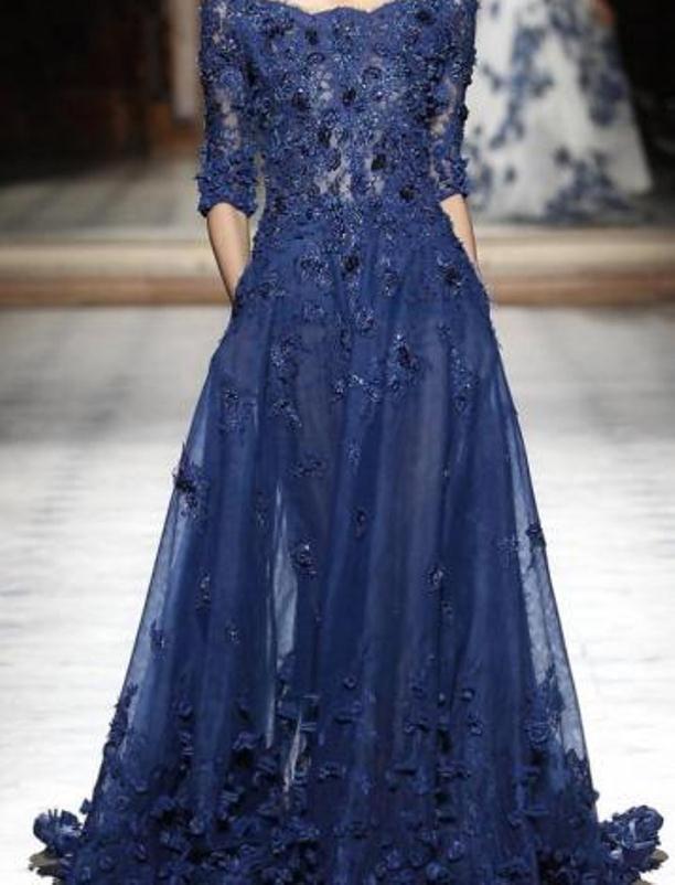 فستان أزرق واسع