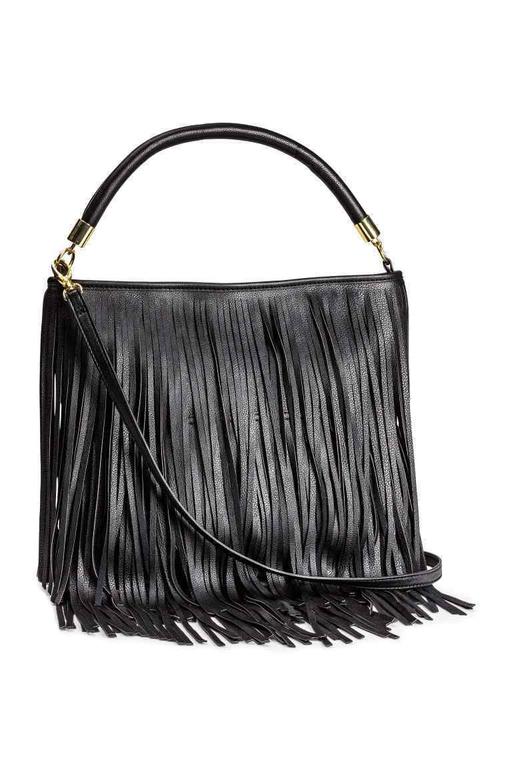 حقيبة سوداء بالأهداب